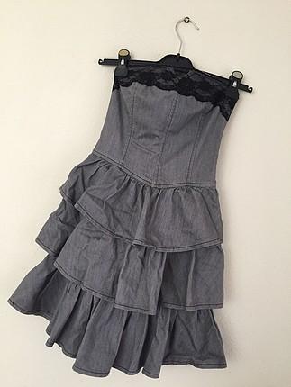 Gri fırfırlı straplez elbise