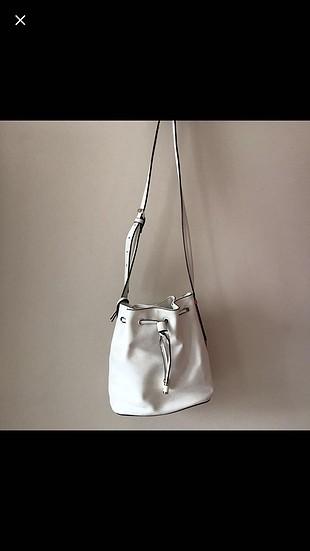 Beyaz askılı çanta