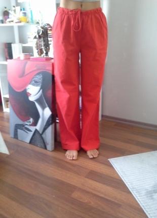 Kırmızı pijama altı