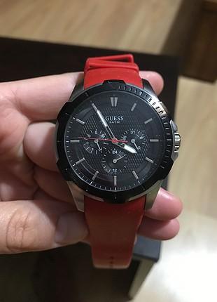 Guess kırmızı silikon kayışlı saat