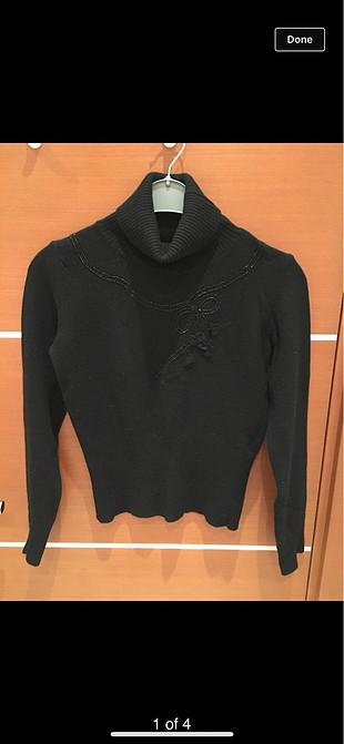 Blumarine 34-36 taşlı fiyonk detaylı boğazlı siyah kazak