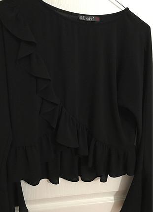 Volan detaylı siyah bluz