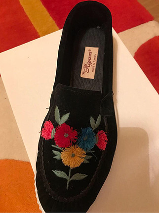 Siyah renk çiçekli