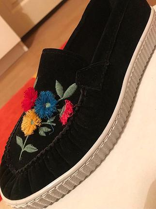 Diğer Siyah renk çiçekli