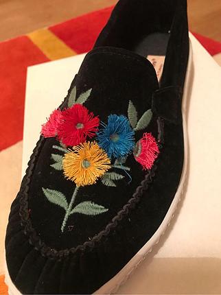 39 Beden Siyah renk çiçekli