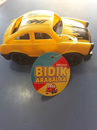 kırılmaz oyuncak araba renkleri vardır