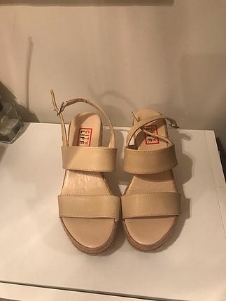 Mango Bej topuklu sandalet