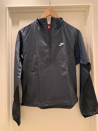 dad25eb069af5 Nike Rüzgarlık Nike Yağmurluk %75 İndirimli - Gardrops