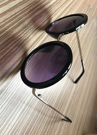 Diğer Güneş gözlüğü