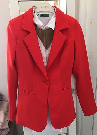 Narçiçeği kırmızı ceket
