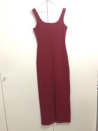 Uzun kırmızı elbise