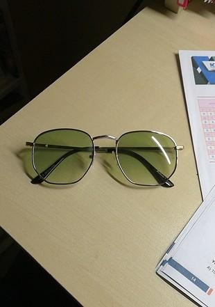 Yeşil Güneş Gözlüğü