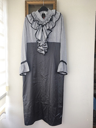 Göğüs ve kol detaylı elbise (tesettür)