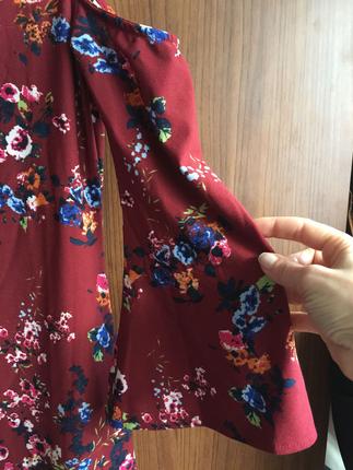 Diğer Kolları volanlı omuz dekolteli elbise