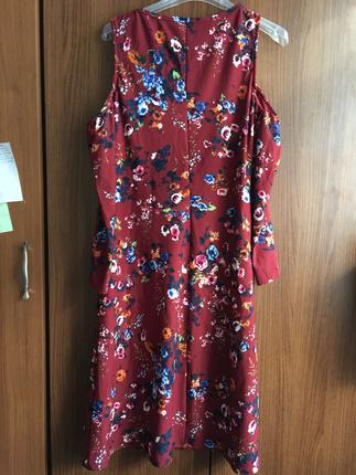 m Beden Kolları volanlı omuz dekolteli elbise