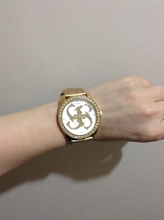 Gucci saat altın ve taş detay şık gösterişli