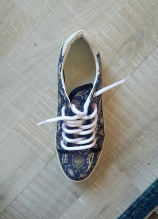 inci spor ayakkabi