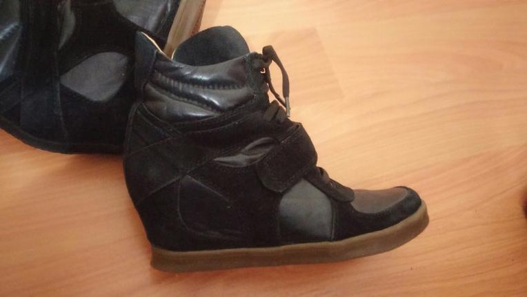 Sneakers.. Ash