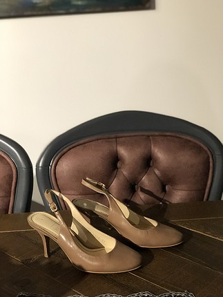 İnci deri nude rengi topuklu ayakkabı