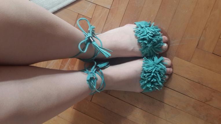 yeşil sandalet