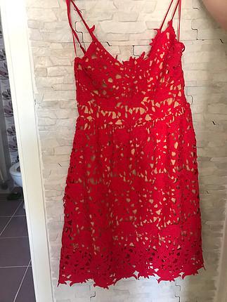 Kırmızı dantelli elbise