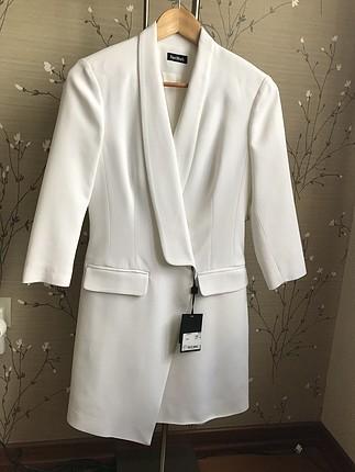 Beyaz ceket elbise