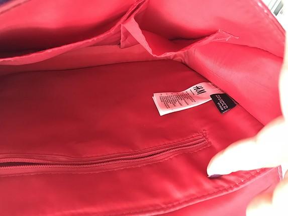 Kırmızı çapraz çanta.