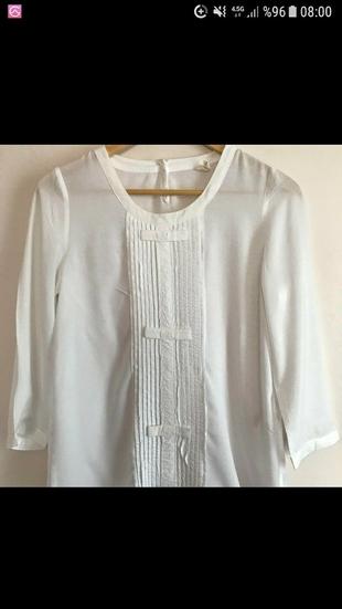 Yargıcı beyaz gömlek