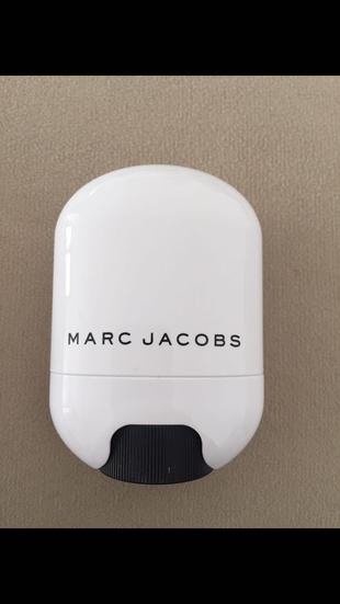 Marc Jacobs Glow Stick Illuminator