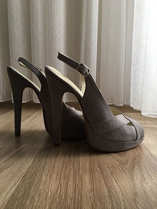 Gri Süet Platform Topuklu Ayakkabı