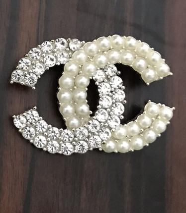 Chanel broş
