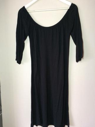 Açık yaka siyah elbise