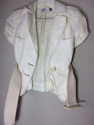 s Beden Kısa beyaz ceket