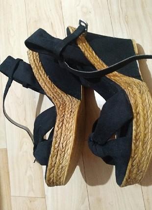 Süet dolgu topuklu ayakkabı