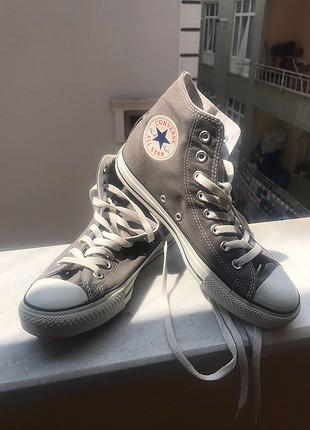 Ayakkabıları yalnızca bir kez giydim. Ayağıma büyük geldiği için