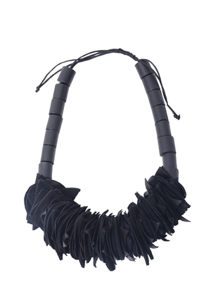 Siyah Materyalli Ve Derili Kolye BNG Design