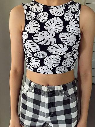 Yaprak desenli siyah beyaz mini top