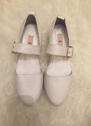 Elle yazlık beyaz ayakkabı