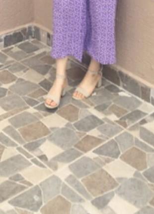 Taş beyazı ten rengine yakın 5 cm topuklu ayakkabı