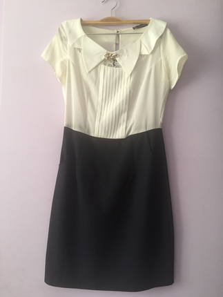 Beyaz lacivert elbise