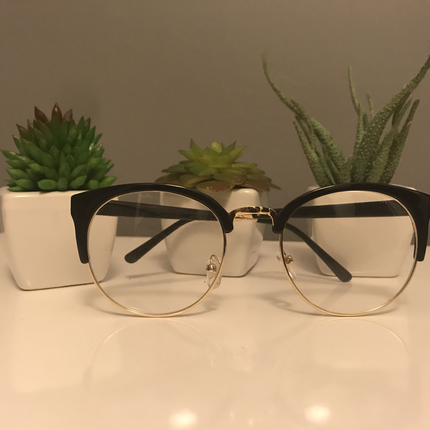 Altın Rengi Çerçeveli Siyah Gözlük