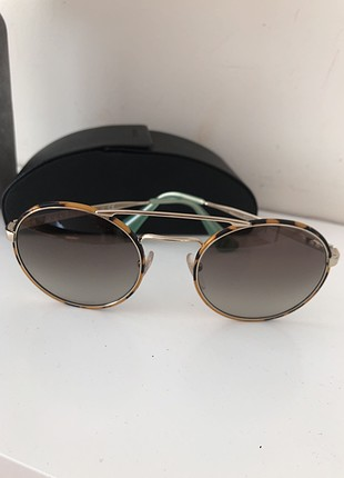 Prada güneş gözlüğü
