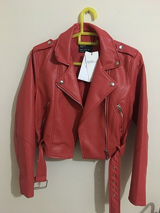 Bershka deri kırmızı ceket