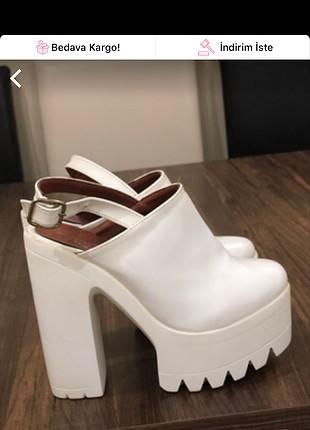 Beyaz platform topuk ayakkabı