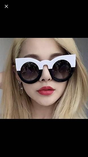 siyah beyaz gözlük