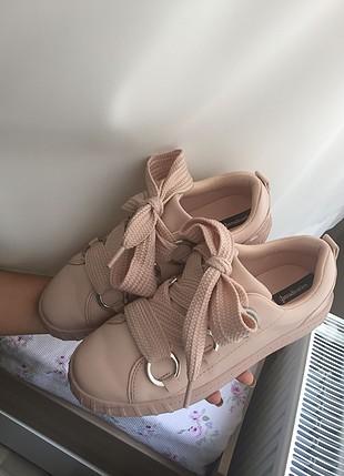 Pembe büyük bağcıklı spor ayakkabı