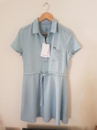 Etiketi Üstünde Lacoste Elbise
