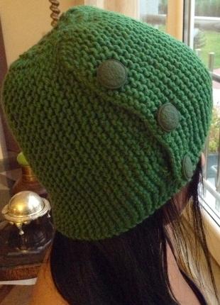 Yeşil el örgüsü yandan düğmeli bere
