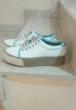 beyaz spor ayakkabı