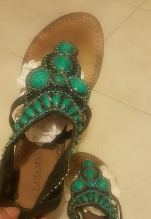 39 Beden boncuklu sandalet